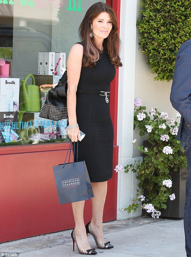 Hello Darjeeling! Lisa Vanderpump was spotted shopping for teas in a high end Beverly Hill...