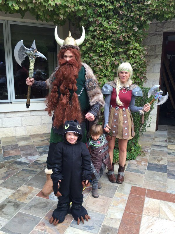 The Padaleckis dressed as How To Train Your Dragon on Halloween 2015