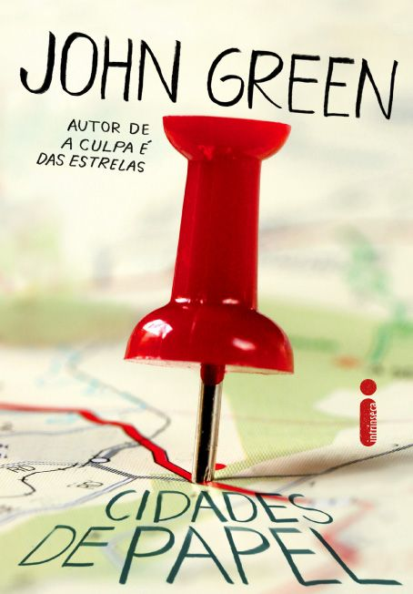 Cidades de Papel, de Jhon Green. É o primeiro livro deste autor que eu estou lendo. Agora entendo o motivo de Green fazer tanto sucesso. A leitura é instigaste, engraçada, dramática. Envolve o leitor sem dar tantos rodeios.