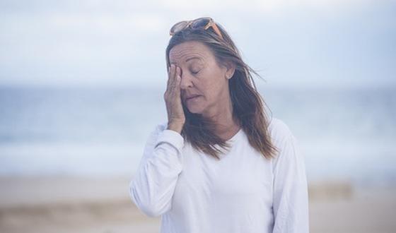 A la ménopause, une proportion considérable de femmes souffre de bouffées de chaleur. De quelles solutions disposent-elles pour les soulager ?