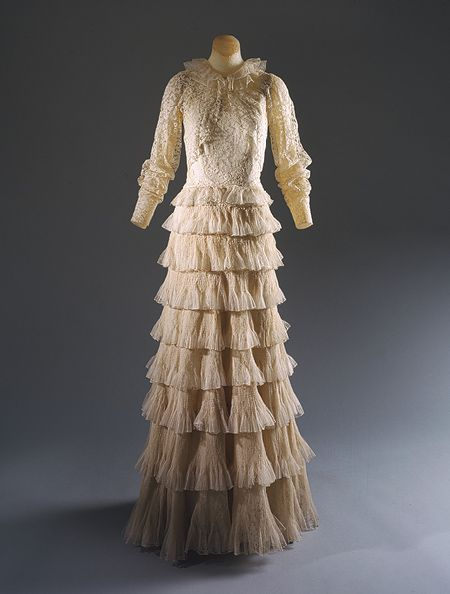 30 best 1930s fashion images on pinterest 1930s fashion for Coco chanel wedding dress