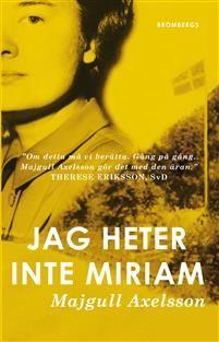 Majgull Axelsson är tillbaka med en ny gripande roman. Jag heter inte Miriam är en stark roman om identitet, utanförskap och mörka hemligheter av en av Sveriges största författare.Majgull Axelsson tar oss med på en omvälvande resa genom krigets Europa och efterkrigstidens Sverige. Vi får följa en romsk kvinna som antar namnet Miriam och identiteten av en judinna för att överleva i kvinnolägret Ravensbrück där romer stod allra längst ner i rangordningen bland fångarna. När hon sedan kommer…