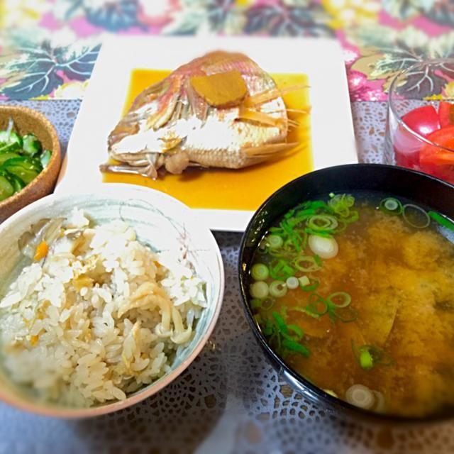 舞茸ごはん、美味しくできました♪ - 5件のもぐもぐ - 舞茸ごはん、あさりの味噌汁、連子鯛の煮付け、きゅうりとちりめんじゃこの酢の物 by ranran2525year