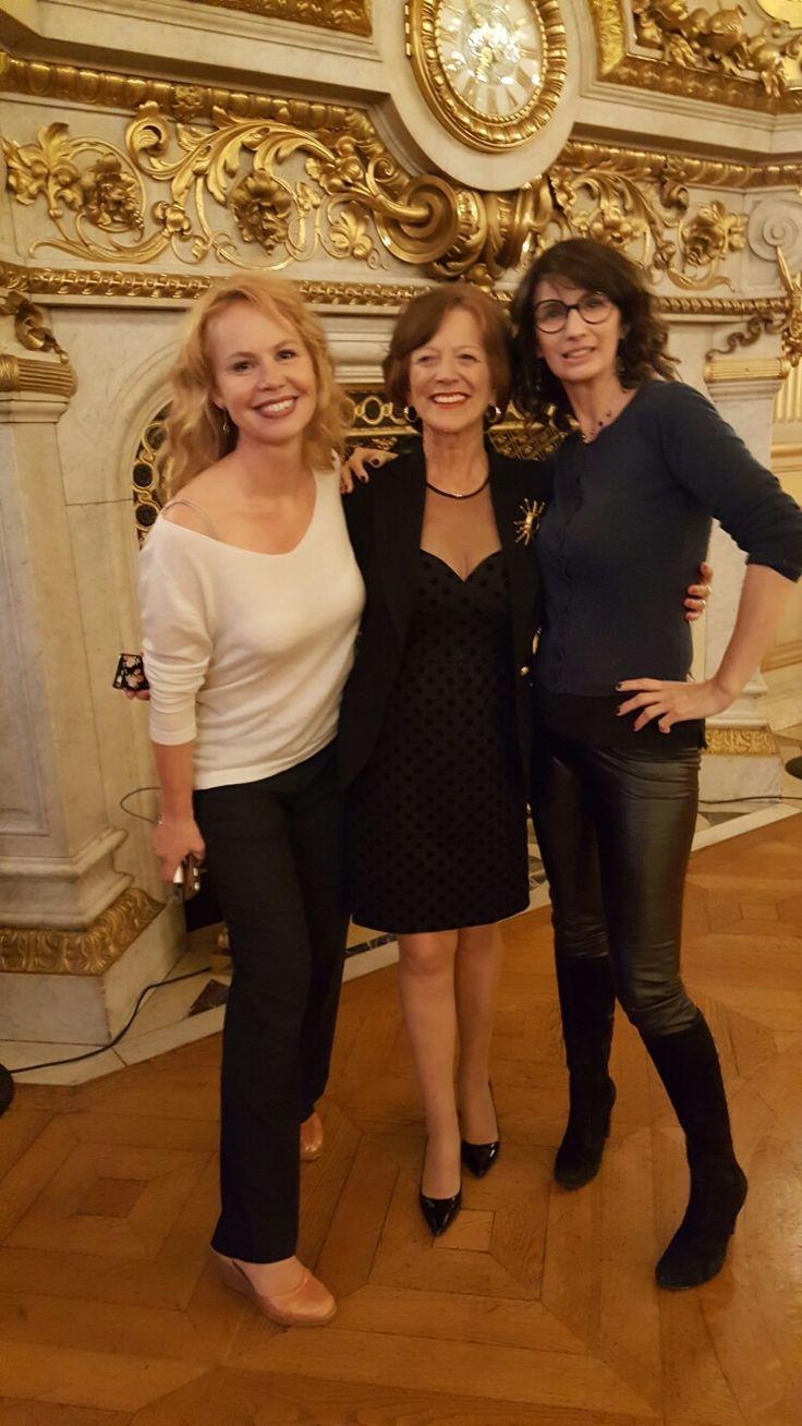 Avec la comédienne Carole Richert et madame Brigitte  Ayrault -les robes de Zélia