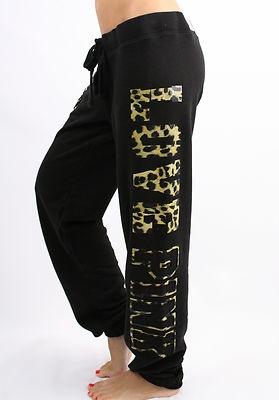 Puedo usar estos pantalones en días de descanso . El pantalones de chándal son menos formales que los otros pantalones .