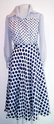 Synthetic silk dress really elegant and light.  White and blue polka dot of different size. Original italian style '70 years - Abito di chiffon elegante e leggero bianco a pois blu di diverse dimensioni. Originale anni '70. By http://www.facebook.com/jsvintage