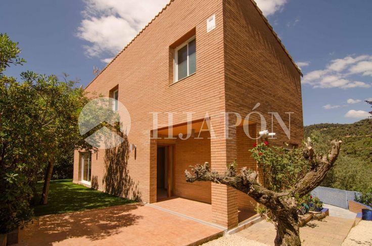 Sensational estate for sale in Cabrils, with great transport links to Barcelona.