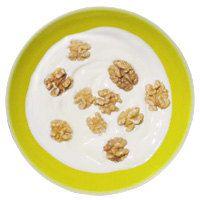 Греческий йогурт с орехами- Чтобы справиться с предобеденными приступами голода