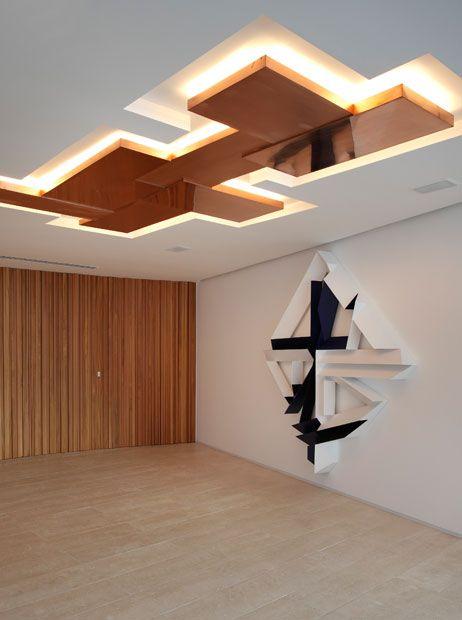 Apartamento AV / MPGAA - Miguel Pinto Guimarães Arquitetos #hall #wall #lighting…