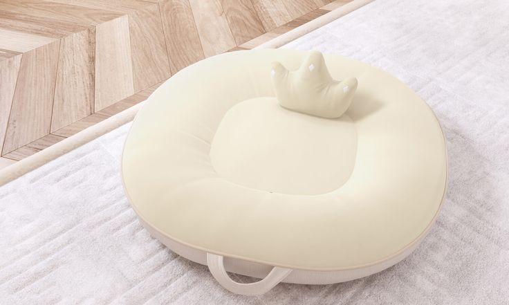 A Almofada Multiuso Ursinho Clássico Palha vai apoiar seu bebê estimulando a postura correta enquanto ele ou ela aprende a andar, engatinhar e se equilibrar!