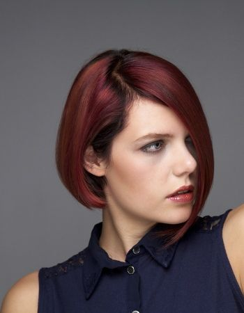 http://www.buzzle.com/images/hairstyles/bob-hairstyles/woman-with-long-symmetrical-bob-hairstyle.jpg