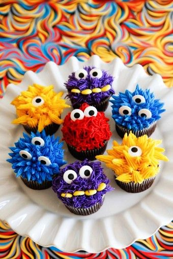 2015 Chocolate monster cupcakes with buttercream for Halloween - fur ball, sweets - 2015 Halloween sweets is your must-have by ddddia