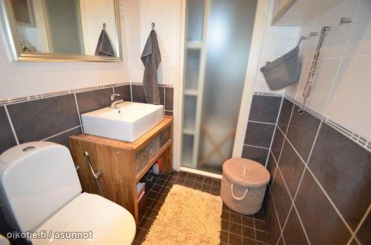 Kaunis wc kerrostaloasunnossa #Lahti http://asunnot.oikotie.fi/myytavat-asunnot/8416205