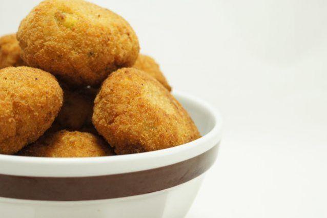 Le polpette di quinoa sono una ricetta ottima sia come antipasto che come secondo piatto, facile e veloce da preparare ma soprattutto nutriente grazie alle innegabili proprietà della quinoa