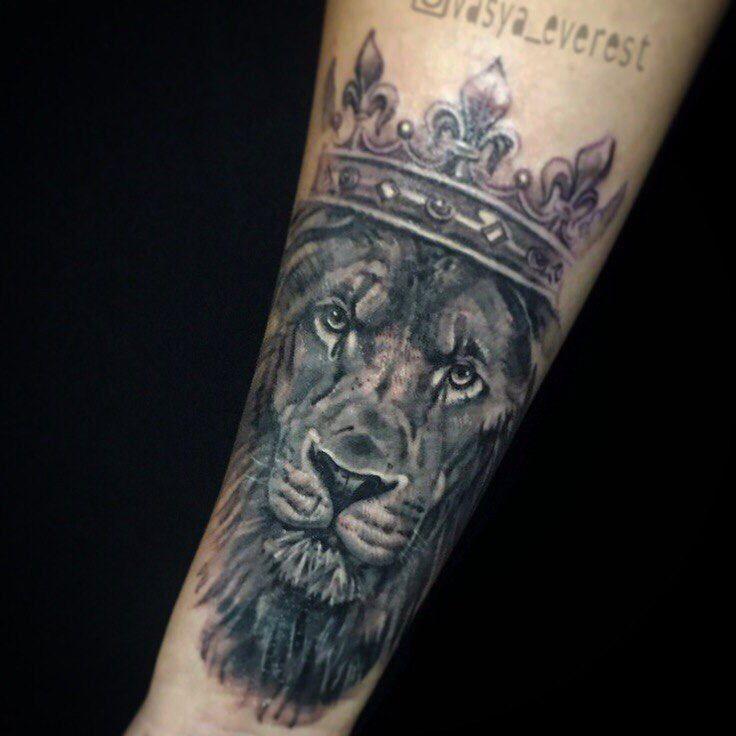 Мастер Вася Эверест. Лев #maruha_studio #maruha #tattoosofinstagram #russiantattooers #russiantattoo #toptattooartist #tattoo_atwork #ta2 #tattooartist #inked #instaart #photo #art #color #inkedlife #tattoo #маруха #студиямаруха #тату #tattoos #tatts #tattoolife #tattooed #tattooboys #tattoogirls #эскиз