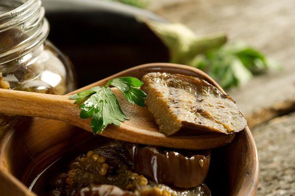 Соленые баклажаны с базиликом