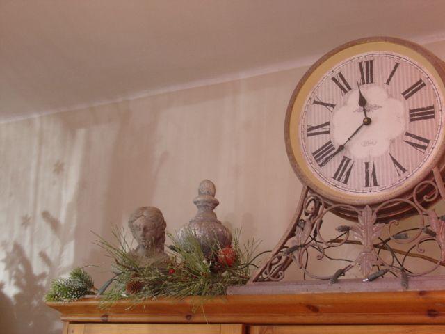 karácsonyi napfény a falon
