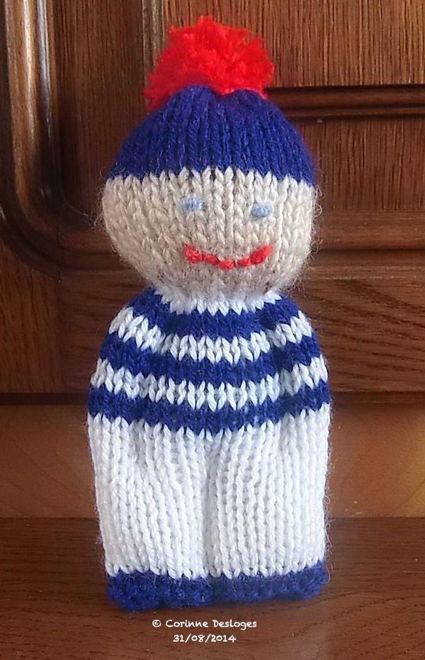 Petit personnage réalisé dans un rectangle de tricot ou tissu - vue du rectangle…