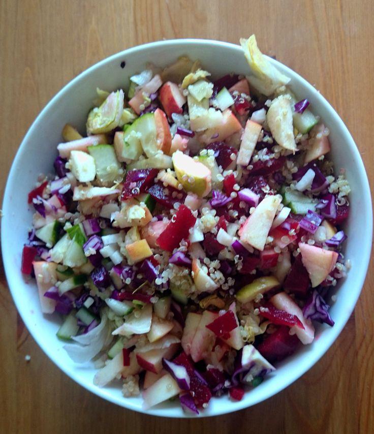 Laatst maakte ik deze feestelijke regenboogsalade met rammenas. Rammewatte? Toen ik het voor het eerst hoorde, dacht ik dat het over ananas ging. Rammenas is een groente die familie is van het radijsje en van rettich. Door de pittige smaak en knapperige structuur, is het een heerlijk ingrediënt in salades. De zwarte rammenas, oftewel de ... [Read more...]
