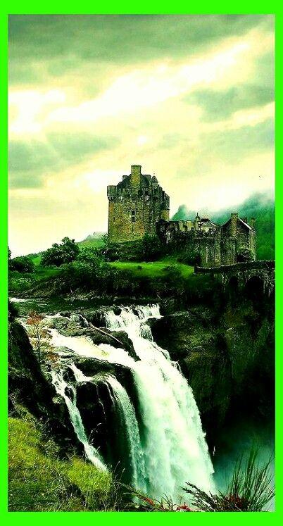 Eileen Donna Castle /  Loch Dutch  /  Kintail  /  Scotland