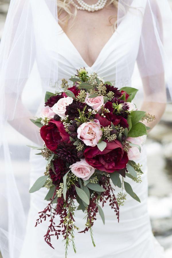 Burgundy wedding bouquet - fall wedding flowers with burgundy details | fabmood.com