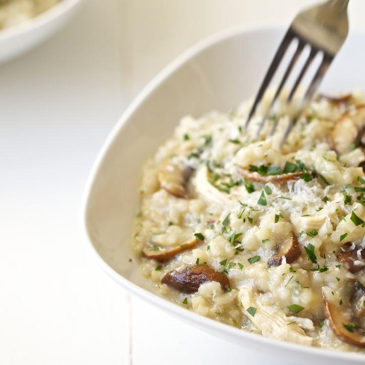 Mushroom and Chicken Risotto | This mushroom and chicken risotto recipe combines browned mushrooms, chicken breast and aborio rice for a deliciously creamy, easy meal.