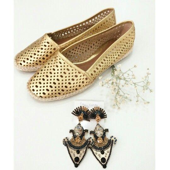 ▪ Alpargata Corte à Laser Dourada | Morena Rosa Shoes ♡  Disponível TAM. 35 / 36 / 37 / 38   ▪ Brinco Lustre Marinho com Dourado      ••》Whatsapp 43 9148-2241  ☎  43 3254-5125.   Rua Rio Grande do Norte, 19 Centro - Cambé-Pr  #alpargata #news #shoesfashion #shoes #mrshoes #morenarosashoes #summerlovers #style #trend #instafashion #lifestyle #luxo #confortável #weloveit ##fashionistando #inlove #acessórios