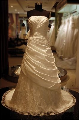Gorgeous Bust in Pleated Satin Lace Wedding Dress
