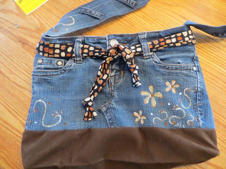 sac a main  fait a partir d un jeans peint a la main