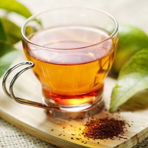 El agua de cebada además de combatir el estreñimiento ayuda a depurar los riñones y baja el colesterol. Además aporta muchos minerales, así que ya sabes, si aprieta el calor, tómate un vaso bien fresquito. Te sorprenderá su sabor.