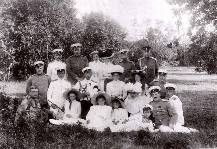 Romanov family picnic with naval officers - 1910