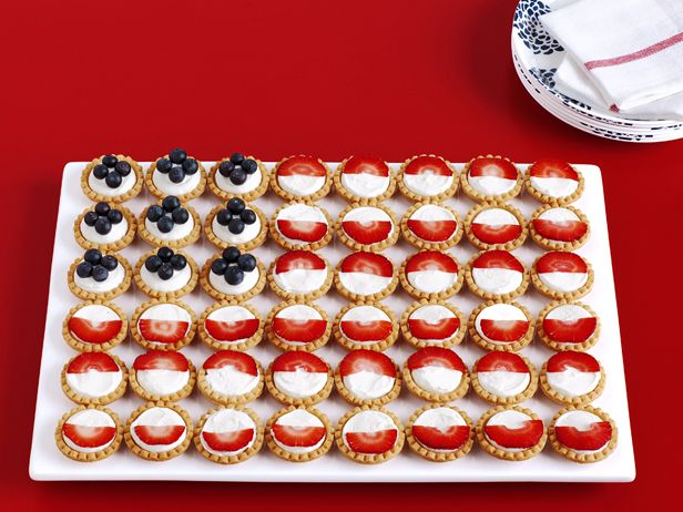 Fruit-Tart Flag from FoodNetwork.com: Food Network, Fruit Tartlets, Desserts Recipes, Flags Recipes, 4Th Of July, July 4Th, Foodnetwork, Fruit Tarts Flags, Cupcakes Rosa-Choqu