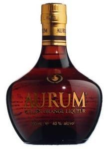 Liquore Aurum - bevanda alcolica con una gradazione di 40°, ideale da abbinare al gelato al gusto pistacchio.