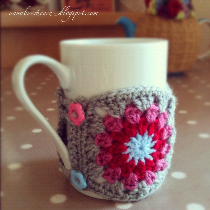 How cute, a cozy made out of granny squares! I'm a little obsessed with this blog, not gonna lie.