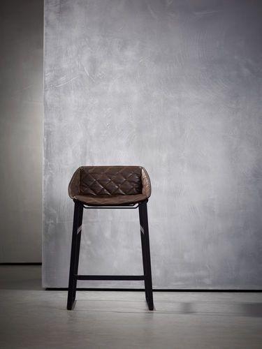 Moderner Leder-Barstuhl Piet Boon Collection. Braun Barhocker.  http://wohn-designtrend.de/