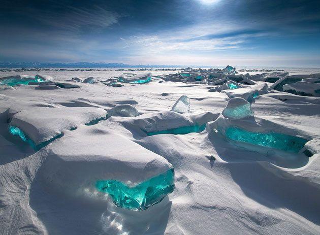Skultpturen aus Eis türmen sich auf dem Baikalsee in Sibirien (Bild: hgm)