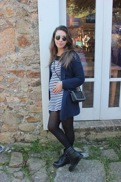 Nanda Pezzi - Look do dia grávida: Tricot marinho + Vestido listrado p&b - 18 semanas