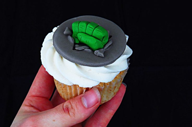 How to make a Hulk fist cupcake topper.
