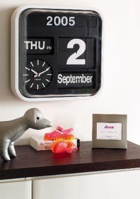 Big Flip kalenderklok seniorenklok dementieklok flipoverklok flipklok datumklok (zijn dure klokken, nieuw rond 120 euro, moet dus 2e hands)