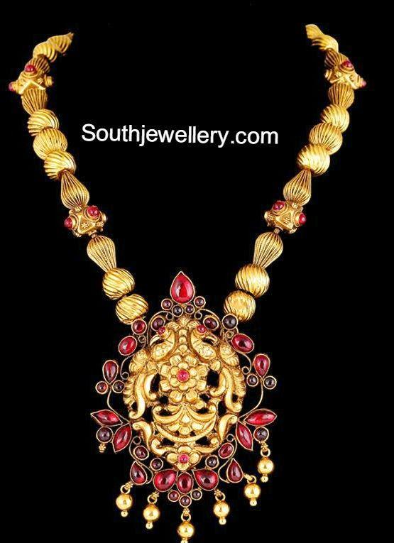 collar de bolas de oro