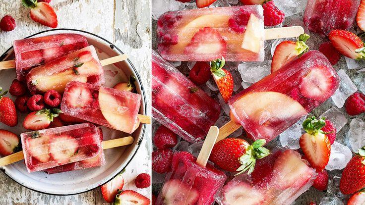 Festlig champagneglass med färska jordgubbar