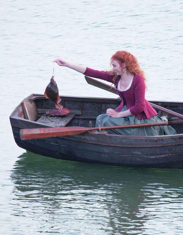 Eleanor Tomlinson as Demelza Poldark catching flat fish off Charlestown