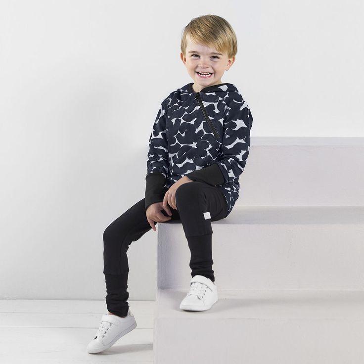 ROCK junior collegehousut, musta | NOSH verkkokauppa | Tutustu nyt lasten syksyn 2017 mallistoon ja sen uuteen PUPU vaatteisiin. Ihastu myös tuttuihin printteihin uusissa lämpimissä sävyissä. Tilaa omat tuotteesi NOSH vaatekutsuilla, edustajalta tai verkosta >> nosh.fi (This collection is available only in Finland)