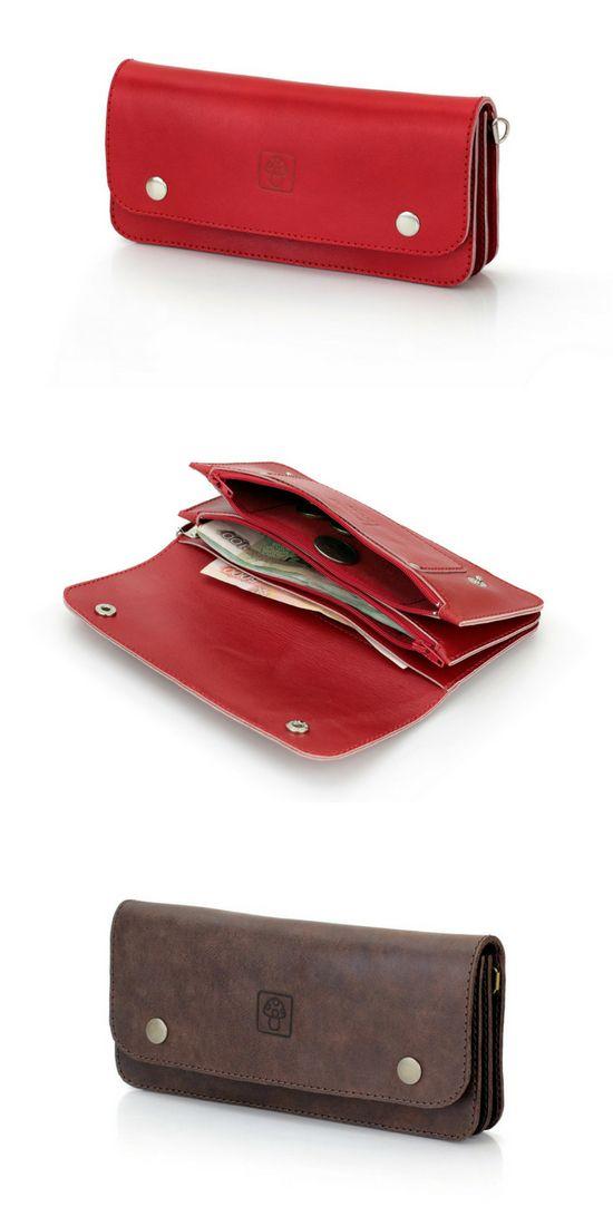 Стильный кошелек-клатч на 2-х кнопках.  • 2 отделения для купюр (с молнией и без); • 1 отделение для монет на молнии; • карман для карт на передней стенке; • сбоку крепление для пристегивания карабина.  Материал: натуральная кожа.