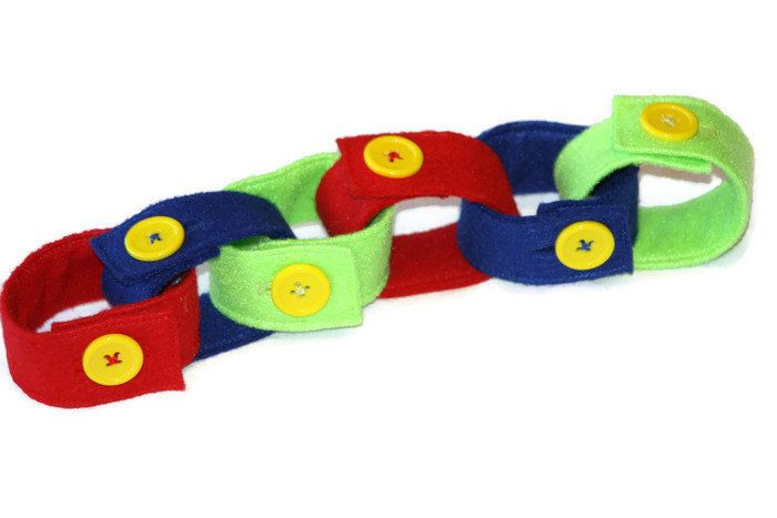 This Felt Button Chain is perfect for your Toddler's Quiet Time Bin or Busy Bag. Help your child learn about different colours and patterns while practicing their button skills or leave them be to play independently.