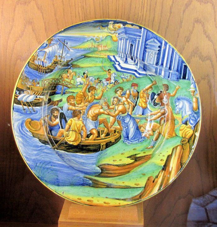 chateau d'ecouen - musee de la renaissance - Plat. L'enlévement d'Hélène. Montelupo, vers 1540-1545.- Acq 1854. Cl.2311. La guerre de Troie est un conflit légendaire à l'historicité controversée, provoqué par l'enlévement d'Hélène, reine de Sparte, par le prince troyen Pâris. En rétorsion, Ménélas, l'époux bafoué, lève avec son frère Agamemnon une expédition rassemblant la plupart des rois grecs, qui assiège Troie et remporte finalement la victoire.