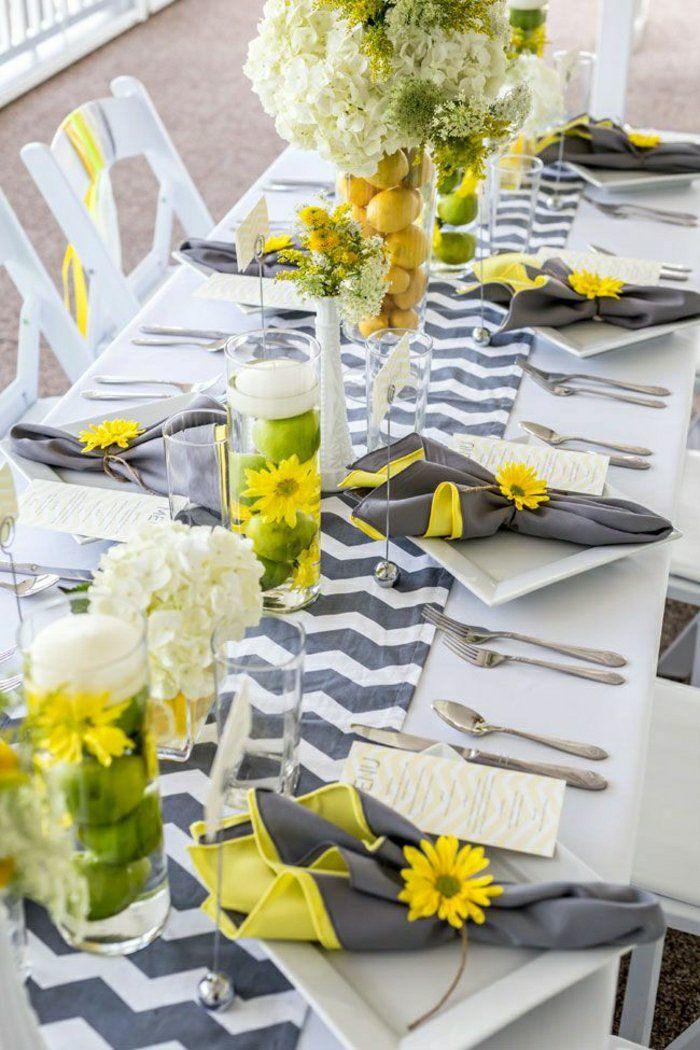 chemins de table gris-banc, centre de table, fleurs sur la table, set de table élégant