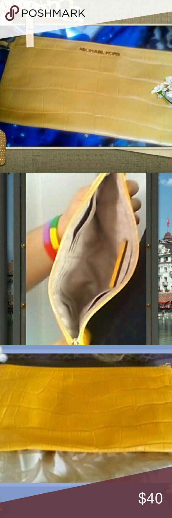Michael Kors Bags - Michael Kors Bedford Leather Wristlet NWOT   Sale