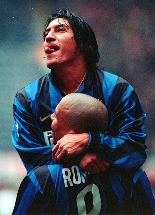 Ivan Zamorano + Ronaldo.