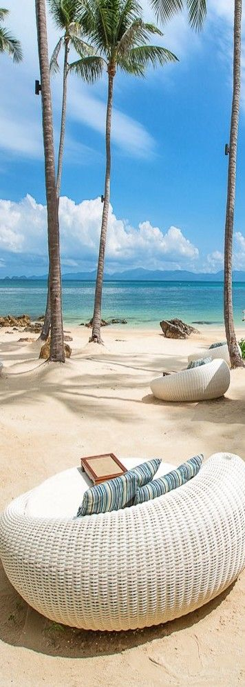 Life by the sea - White sand beach at the Four Seasons....Koh Samui